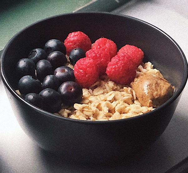 Porridge with blueberries and raspberries