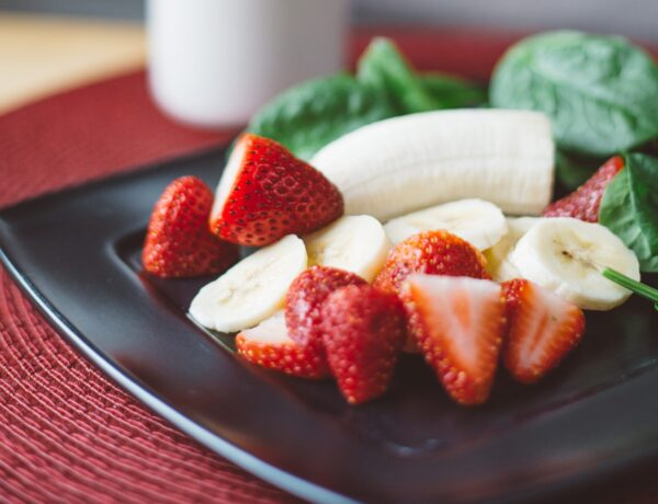 Strawberry spinach and banana smoothie